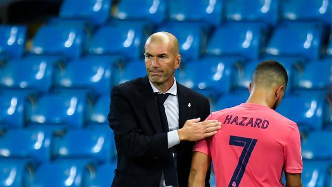 Zidane consuela a Hazard tras retirarse del terreno de juego lesionado