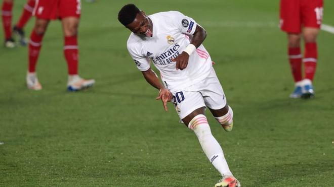 El doblete de Vinícius comandó al Real Madrid hacia una tranquila victoria sobre los Reds