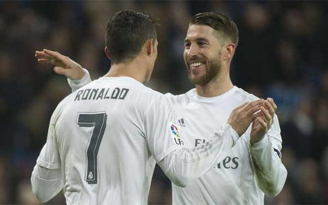 Cristiano Ronaldo y Sergio Ramos celebran un gol con el Real Madrid esta temporada