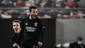 ¡De locos! El golazo de falta de Gonçalves que apunta a ser el gol de la jornada