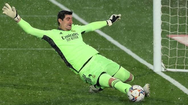 El Real Madrid se agarra a Courtois ante el Liverpool