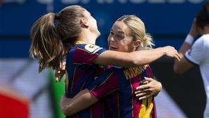 Mapi León y Lieke Martens en un partido del FC Barcelona