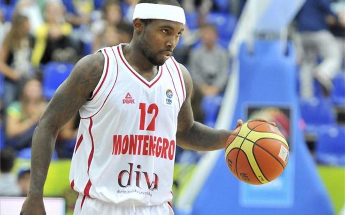 Rice, disputando el Eurobasket de 2013 con Montenegro