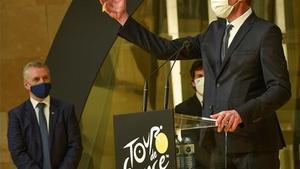El director del Tour de Francia, Christian Prudhomme, interviene frente al lehendakari, Iñigo Urkullu, durante la presentación de la salida del Tour de Francia de 2023