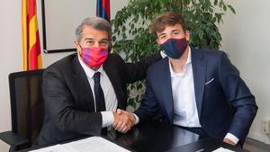 Nico González, tras su renovación con el Barça: Es una alegría muy grande poder seguir aquí, es mi casa