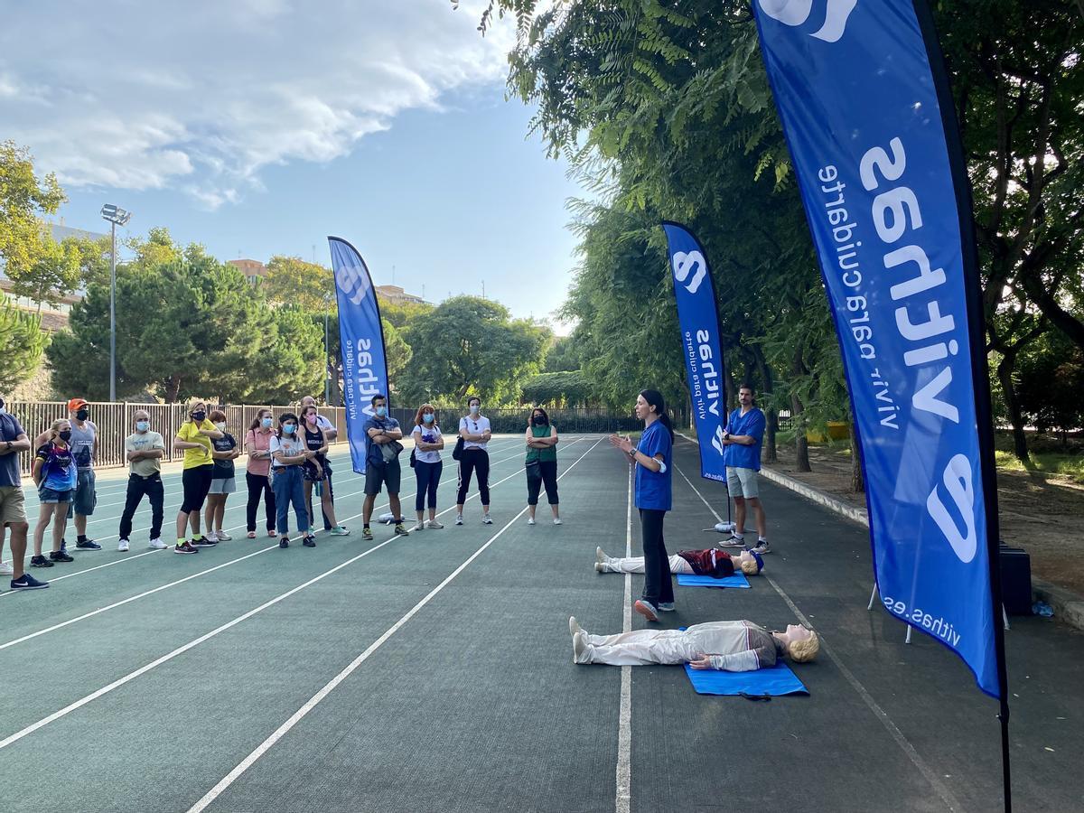 Vithas forma al voluntariado del Medio y el Maratón Valencia en técnicas de reanimación
