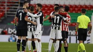 Athletic y Levante durante el duelo de ida en Copa