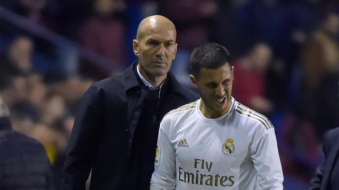 Zidane charló con Sergio Ramos y Eden Hazard en la vuelta a la Ciudad Real Madrid