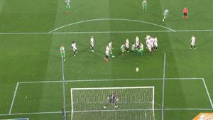 Tello metió nervios al Sevilla con un golazo de falta