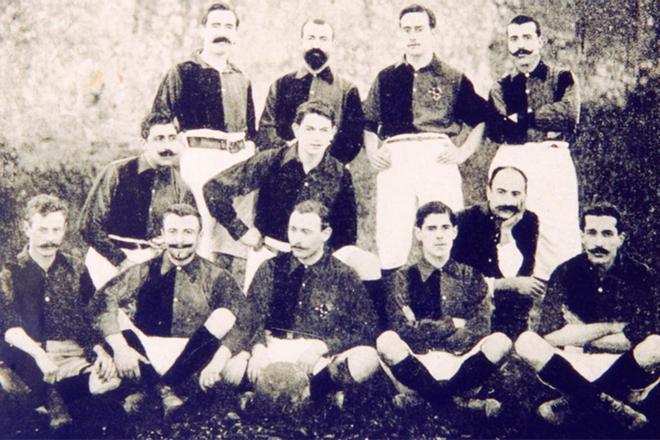 Vicente Reig, segundo por la izquierda (fila superior), fue jugador (el más antiguo) y presidente (1908) del FC Barcelona