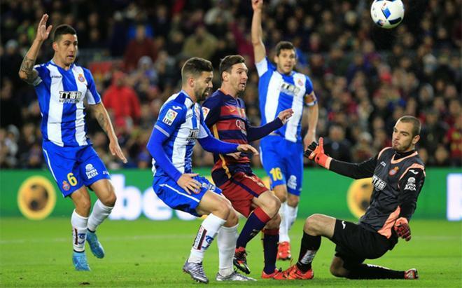 Pau López, en un derbi contra el Barcelona