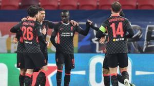 A pesar de su debacle reciente en Premier, el Liverpool logró superar al Leipzig en la primera disputa