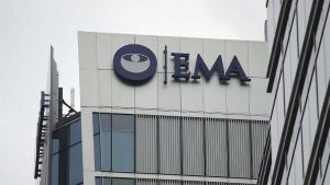 La EMA confirma posibles vínculos entre casos muy raros de trombosis y la vacuna de AstraZeneca