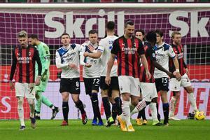 Zlatan Ibrahimovic, impotente ante el vendaval de la Atalanta en San Siro