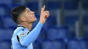 Joaquín Correa celebra un gol con la elástica de la Lazio