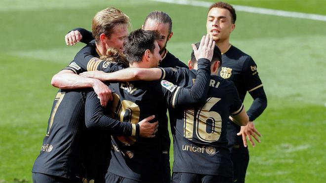 Los jugadores del Barça celebran uno de los goles contra el Villarreal