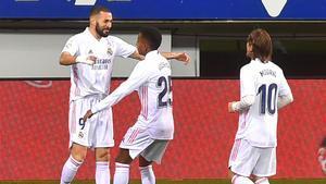 Benzema celebra su gol con Rodrygo