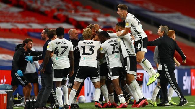 El Fulham celebra el triunfo en Wembley