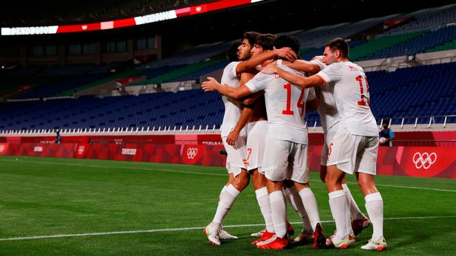 La selección española celebra el gol de Marco Asensio que da el pase a la final de los JJOO