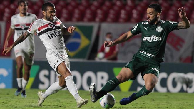 Dani Alves ha completado su segundo año en el Sao Paulo en blanco