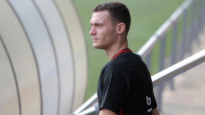 Vermaelen lo tiene difícil para seguir en el Barça