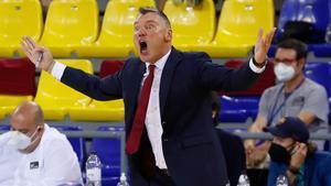 Jasikevicius se indigna en una acción del partido ante el UCAM Murcia