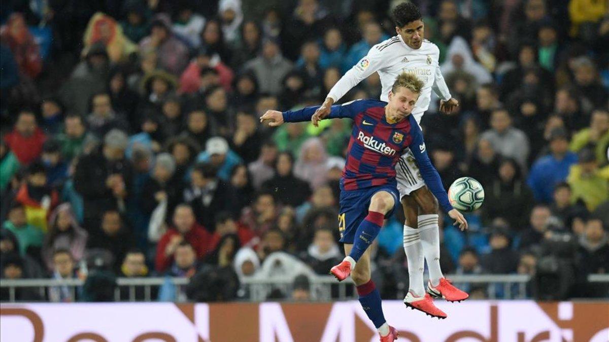 De Jong durante el partido ante el Real Madrid