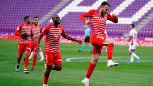 Quini celebrando el gol de la victoria del Granada en Valladolid