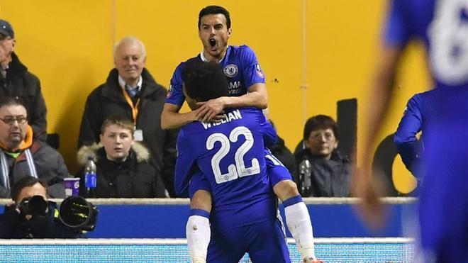 Pedro abrió el triunfo del Chelsea a centro de Willian