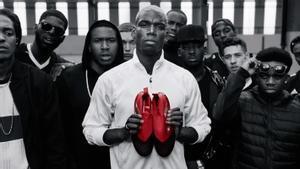 pluma puntada barrera  Pogba presenta sus nuevas botas