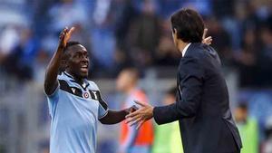 Bobby Adekanye, formado en la cantera del Barcelona, en un encuentro con la Lazio