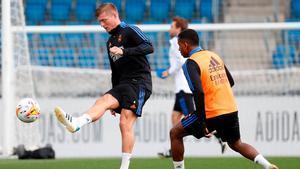 Kroos entrena con el grupo