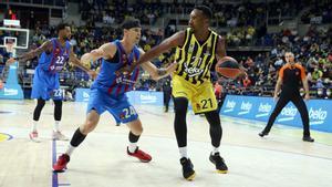 Kuric, en una acción defensiva ante el Fenerbahçe