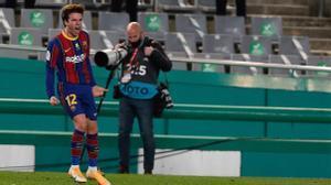 Riqui Puig, jugador del Barcelona, tras marcar el gol de penalti