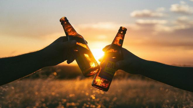 ¿A qué edad puede beberse alcohol en España?