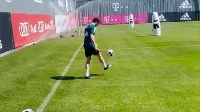 La locura de Goretzka entrenando con el Bayern. ¿Cómo metió ese gol?