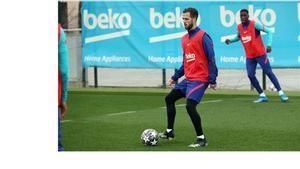 Pjanic, en un entrenamiento del Barça