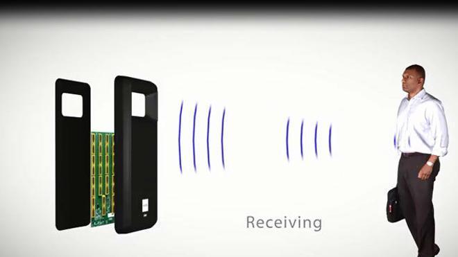 Crean una funda para móviles que escanea si alguien tiene armas