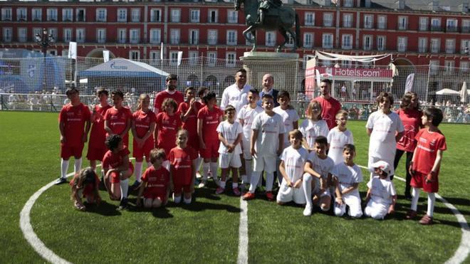 Los jugadores, con Ronaldo Nazario