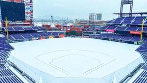 El estadio de los Philadelphia Phillies, con el campo cubierto de nieve