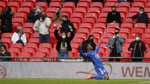 El Leicester pasa a la final en un Wembley con público