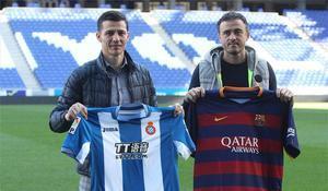 Galca y Luis Enrique posaron con las camisetas de sus equipos