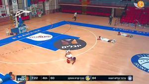 ¡Espeluznante! Los jugadores, directos al suelo tras sonar una alarma anti-misiles en pleno partido para ponerse a salvo del bombardeo