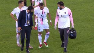 La entrada que lesionó a Mbappé y le obligó a ser sutituido