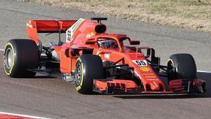 Sainz, con el Ferrari 2018 en la pista de Fiorano