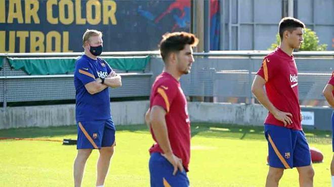 Koeman, en un entrenamiento en la Ciutat Esportiva
