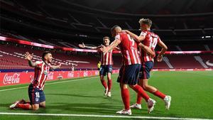 El Atlético hizo los deberes ante la Real Sociedad, pero el Real Madrid no se descuelga