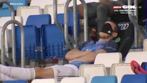 Gareth Bale, durmiendo en la grada durante el Madrid - Alavés