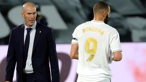 Benzema sigue a la caza de Messi y abre la lata ante el Valencia