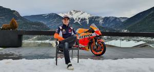 Pol, con su Honda en su casa de Andorra